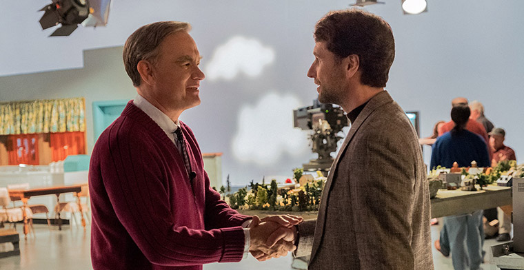 Tom Hanks shaking hands with actor playing Tom Junod in a scene from the movie